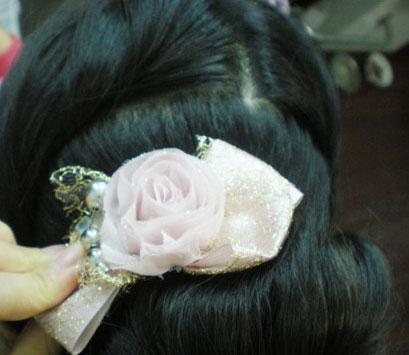 三分钟搞定甜美花苞公主发型(二)