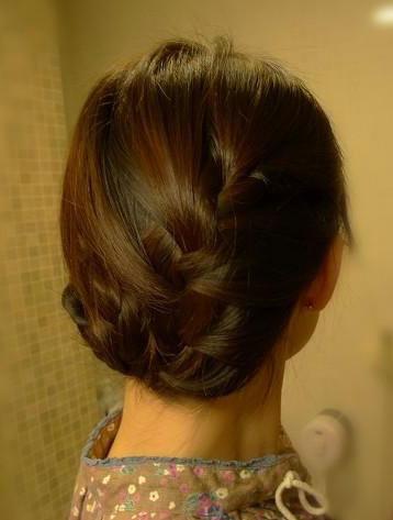 复古蝎子辫盘发盘发的方法