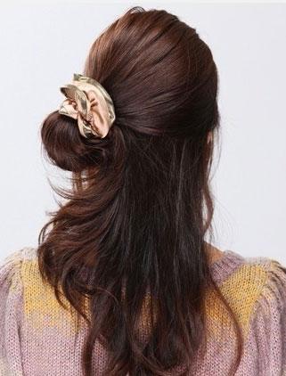 一款超简单盘发让你更有女人味
