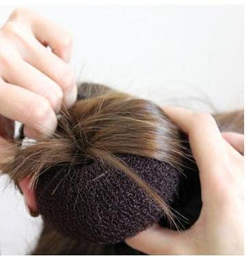 盘头发的方法图解(三)